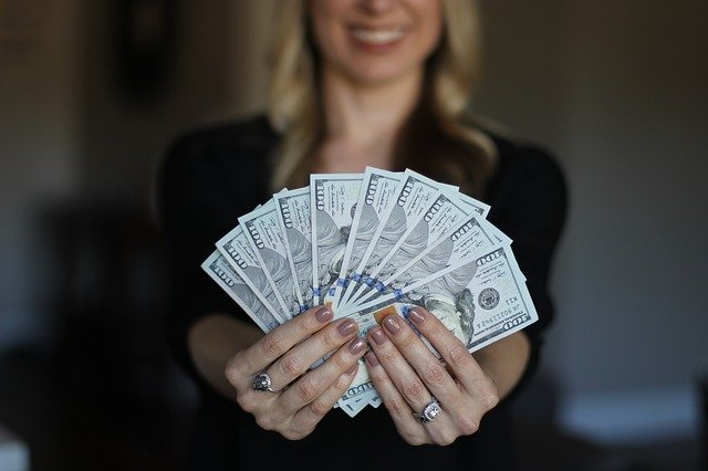 7 formas de ganhar dinheiro com a hipnose